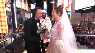 Maria Menounos marries love of 20 years in surprise New Year's Eve live TV wedding