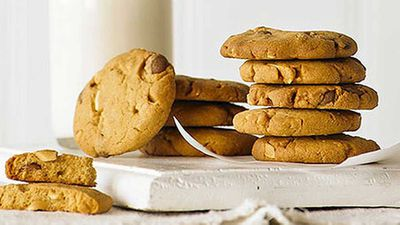 Caramel chip peanut butter cookies