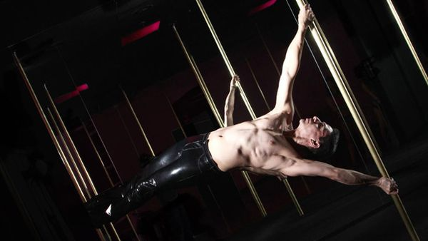 An Dre pole dancing