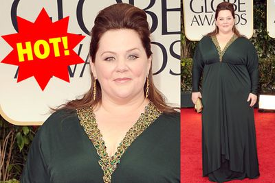 She plays a frumpy dag in <i>Mike and Molly</v>, but Melissa looks curvalicious on the carpet!