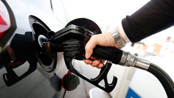 Queensland drivers warned to refuel ahead of Christmas price spike