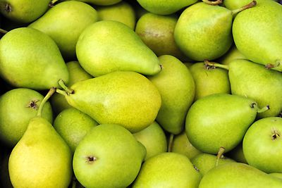 Medium pear (178g): 5.5g fibre