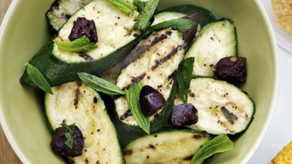 Zucchini with olives and mint