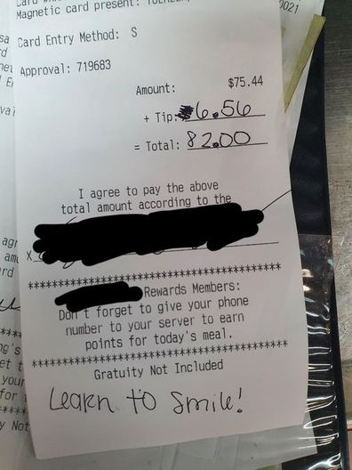 Waitress receives rude note from customer