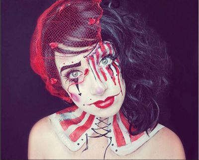 <p>Youtube makeup sensation Dehsarae Mahrae pulls off clown doll chic</p> <p>&nbsp;</p> <p>&nbsp;</p>