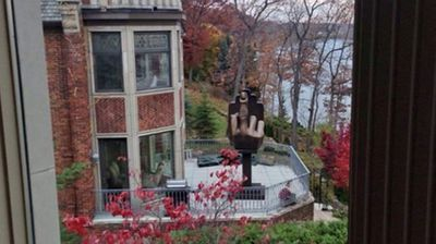 Back in 2013, Detroit strip club owner Alan Markovitz moved into the house next door to his ex-wife and her boyfriend – who she had allegedly cheated on him with – just so he could erect this statue of a giant hand with its middle finger up