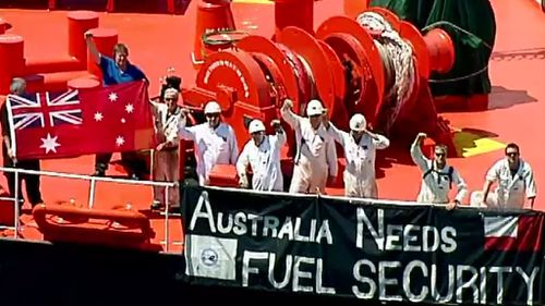Crew of Melbourne-based oil tanker take their protest to Port Phillip Bay