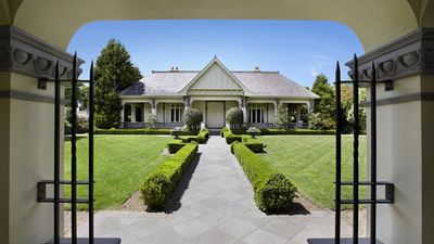The home was sold by Peter and Jo Devitt for close to $20 million in 2013. (Supplied, Kay and Burton Real Estate)