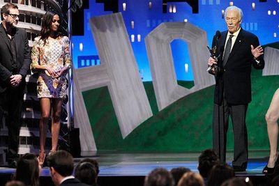 Angie's leg crashes <b>Christopher Plummer</b>'s Oscars acceptance speech.