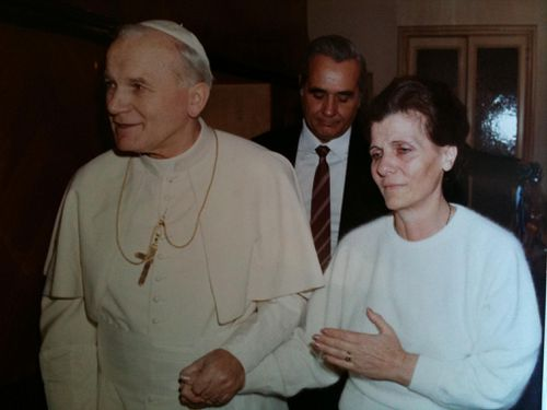 Emanuela's mother with the Pope.