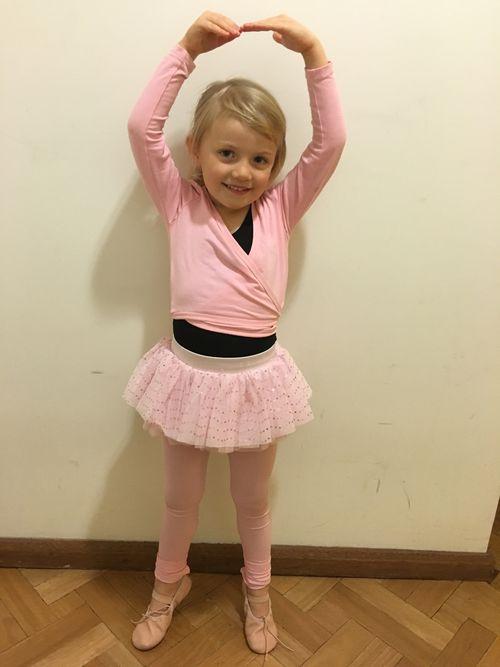 Tiaré during ballet class.