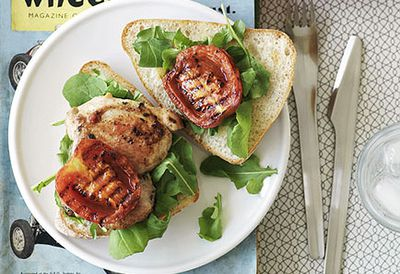 Chicken, garlic and tomato burgers