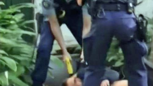 Man tasered in the face by NSW Police during arrest in Paddington.