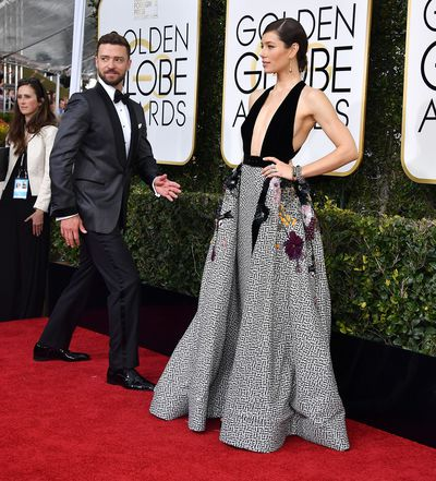 Justin fooled around beside his wife at the 74th Annual Golden Globe Awards in 2017.