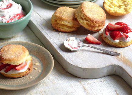 Strawberry shortcake with elderflower cream
