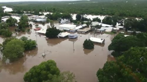 Woman drowned in car in floodwaters near Katherine, NT