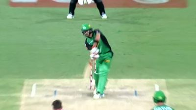 Evan Gulbis pulls off catch of the year contender in BBL loss to Sydney Sixers