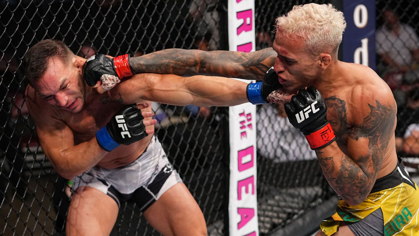 Oliveira stops Chandler, claims lightweight title at UFC 262