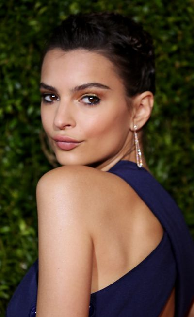 <p>A bronzed, smoky eye with a sweep of dark liner to highlight those incredible eyes. Hair - super sleek.</p> <p>Image: Getty.</p>
