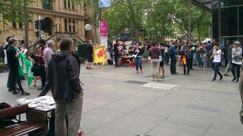Rival Sydney protests turn violent