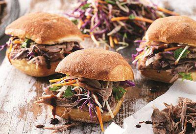 "<a href=""http://kitchen.nine.com.au/2016/05/05/12/13/pulled-pork-burger-with-a-crunchy-edge"" target=""_top"">Pulled pork burger with a crunchy edge</a>"