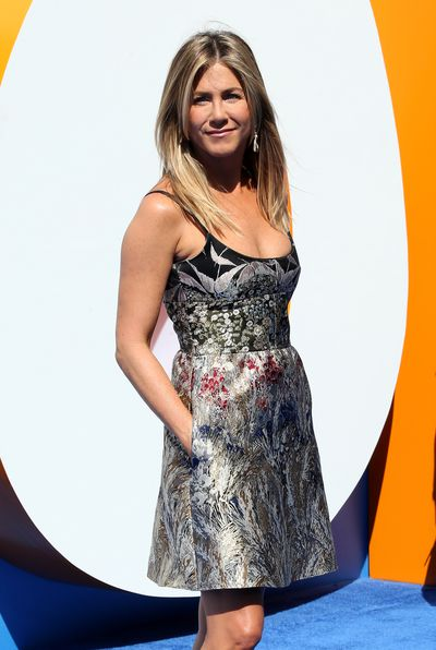 Jennifer Aniston defies age without worrying about gravity in Valentino at the premiere of <em>Storks</em>.