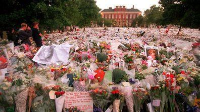 In the weeks following her death thousands upon thousands of mourners left tributes and flowers for Princess Diana at the gates of Kensington Palace. They are pictured here on the day of her funeral, September 6, 1997. (AAP)