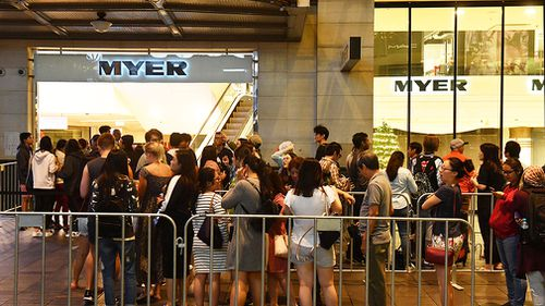 Shoppers lining up at the CBD Westfield this morning. (AAP)