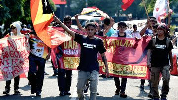 East Timorese students living in Indonesia participate in a rally in front of the Australian embassy in Jakarta on March 24, 2016 over a long-running dispute regarding major oil and gasfields in the Timor Sea. (AFP)