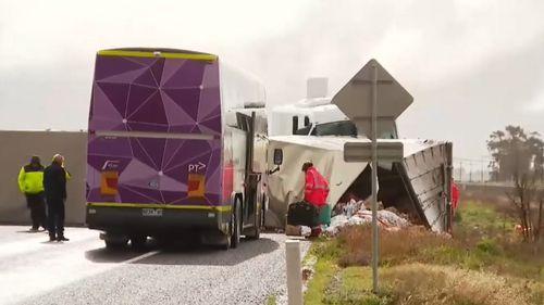 Bus, truck crash on Western Highway at Pimpinio - Victoria news