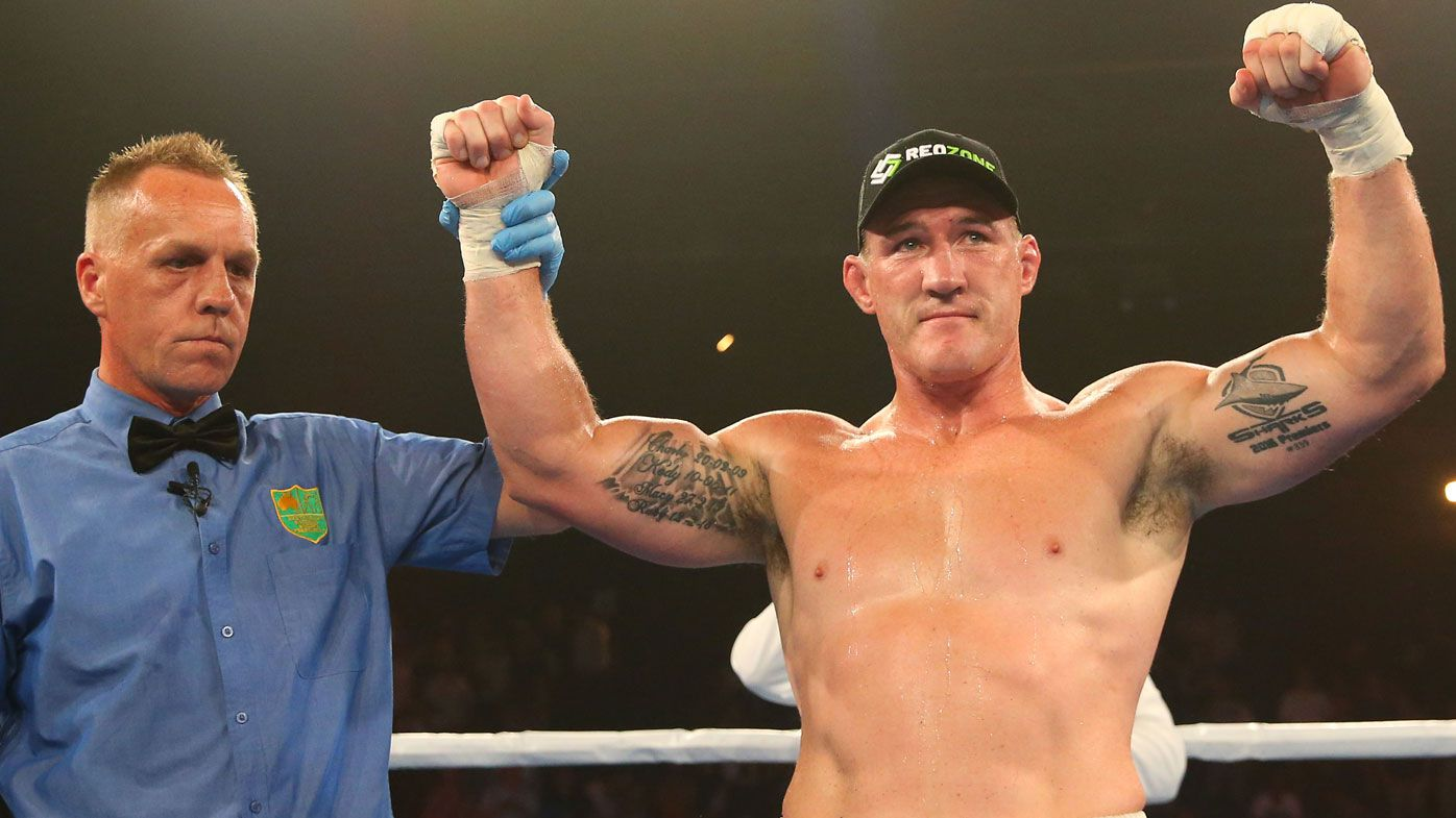 Paul Gallen slams 'embarrassing' Barry Hall over two-minute rounds for fight