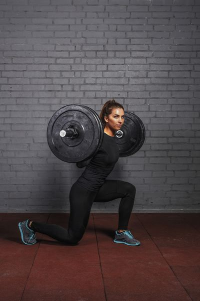<strong>Barbell lunges</strong>