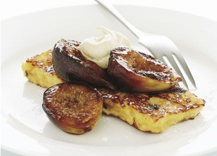 Pain perdu with pan-fried figs and spiced cream