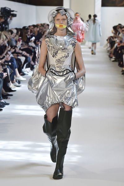 <p>Go-go bride&nbsp;</p> <p>Maison Margiela, haute couture autumn/winter, '16/'17, Paris Fashion Week&nbsp;</p>