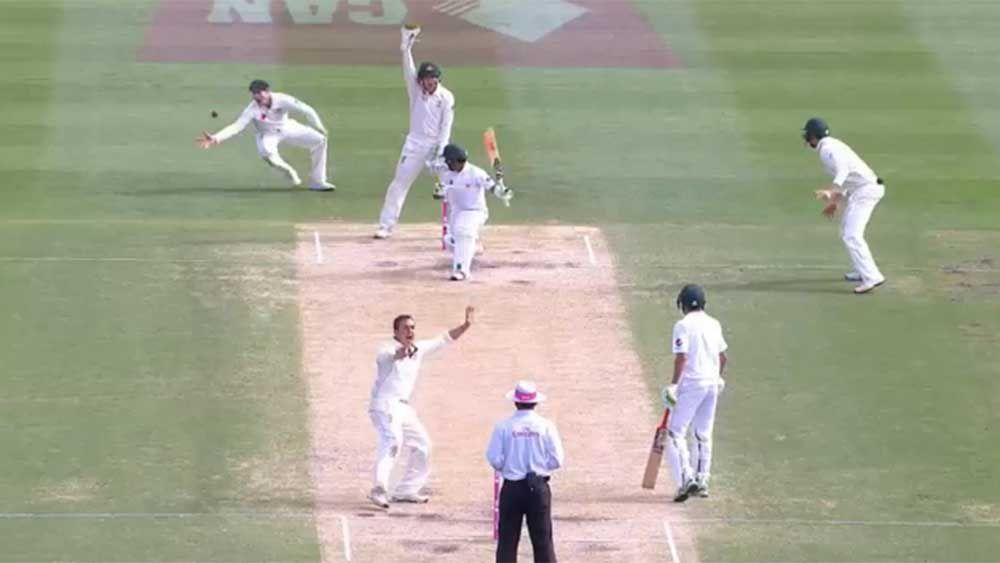 Smith ignores appeals to take smart catch
