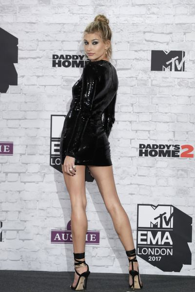 Hailey Baldwin knows how to showcase her assets, revealing a killer pair of legs on the red carpet at last night&rsquo;s MTV EMA Awards.<br /> <br /> A sparkling, black mini-dress from Tom Ford was the perfect complement to the Insta-star&rsquo;s long limbs.<br /> <br /> Paired with a pair of black strappy stilettos, hoop earrings and messy updo, the daughter of actor Steven Baldwin served up a serious dose of old school glamour reminiscent of the high-voltage glamour looks of the original &lsquo;90s supermodels.<br /> <br /> Follow Baldwin&rsquo;s lead this summer and turn up the heat by getting your pins picture perfect. <br /> <br /> We can&rsquo;t buy Baldwin&rsquo;s natural height but we can fill our beauty bags with the tanning products that help us fake her leggy look.<br /> <br /> From long lasting-tanners, exfoliators and wash-off glows we have rounded up ten of the best tanning products to give you a supermodel-worthy glow this Summer.