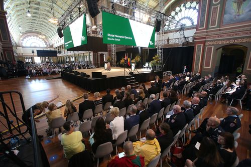 Emergency workers and the public at a public memorial service in the Melbourne Royal Exhibition building to commemorate the first anniversary of the Bourke Street tragedy. (AAP)