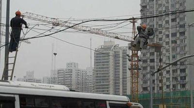 <p>A couple of Chinese of tradies were filmed attempting a repair job in arguably the most perilous way possible.</p><p>  The repairmen were fixing power lines above a busy street and are seen dangling precariously as cars and pedestrians go by below. </p><p> According to the uploader the heart-stopping moment took place in the city of Lanzhou in northwest China on Monday. </p><p> Why none of his colleagues bothered to divert traffic or at least attempt to control the speed of the passing cars while their mate is doing a fix is anyone's guess, although lack of Occupational Health and Safety is said to be common. </p><p>  Check out this gallery for more ludicrously unsafe work practices caught on camera. </p><p> </p>