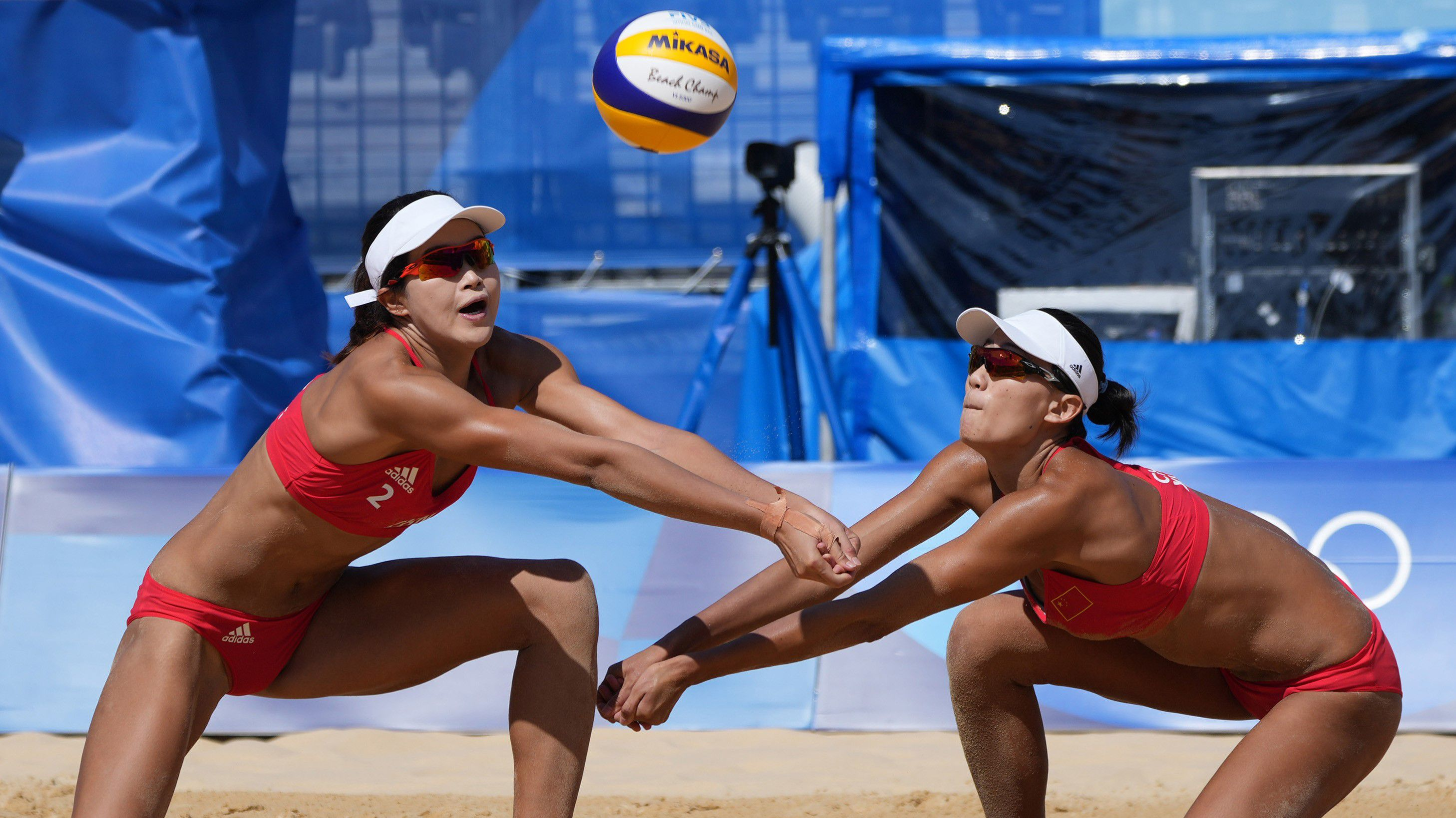 Chinese beach volleyballers in action.