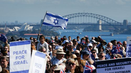Pro-Israeli activists gather at Dudley Page Reserve in Sydney, Australia to condem Palestinian efforts in Gaza. (Getty Images)