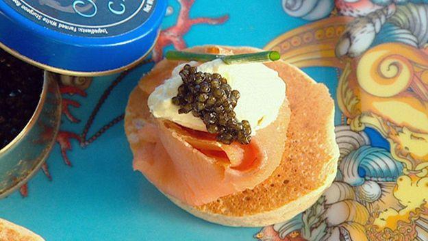 Caviar & salmon blinis