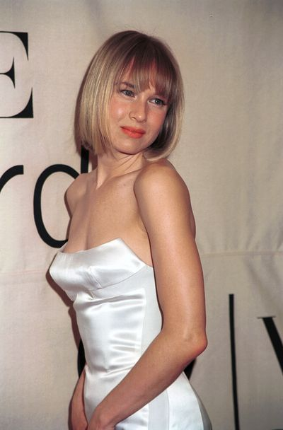 Renee took a short bob hairstyle for a spin at the 2000 VH1 Fashion Awards, long before she donned a similar hairstyle  in the 1920s flapper flick <em>Chicago</em> in 2002.