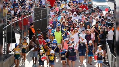 Cowboys fans flocked to their last training session in Townsville on Tuesday. (AAP)