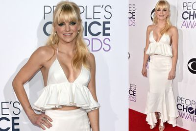 People's Choice Awards host Anna Faris goes for a statement white piece. Va-va-voom!