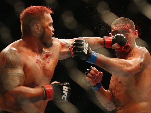 "Mark Hunt puts a clean shot on Antonio ""bigfoot"" Silva during their first UFC fight in 2013. (Getty)"