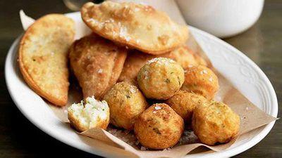 "Tuna empanada - <a href=""http://kitchen.nine.com.au/2016/05/16/11/36/tuna-empanada"" target=""_top"" draggable=""false"">view full recipe</a>"