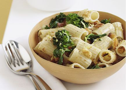 Ditali with broccolini and bread