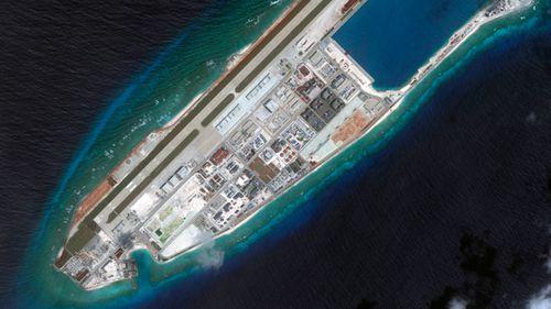 Navios de guerra australianos juntam-se às marinhas dos EUA e do Japão em exercícios militares em meio a tensões com a China
