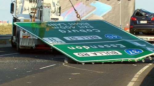 A new report revealed the sign that fell on a Tullamarine Freeway in January hadn't undergone compulsory safety checks.