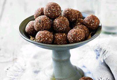 Lee Holmes Ferrero Rocher chocolate truffles